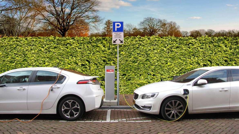 Паркомясто за електромобили