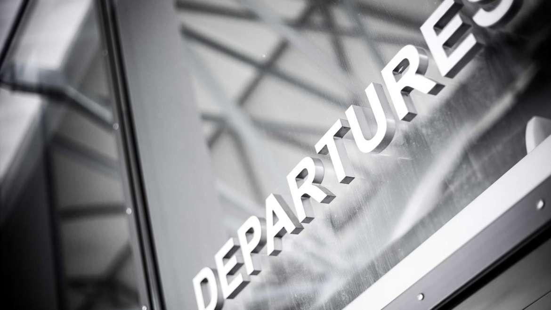 До летище София